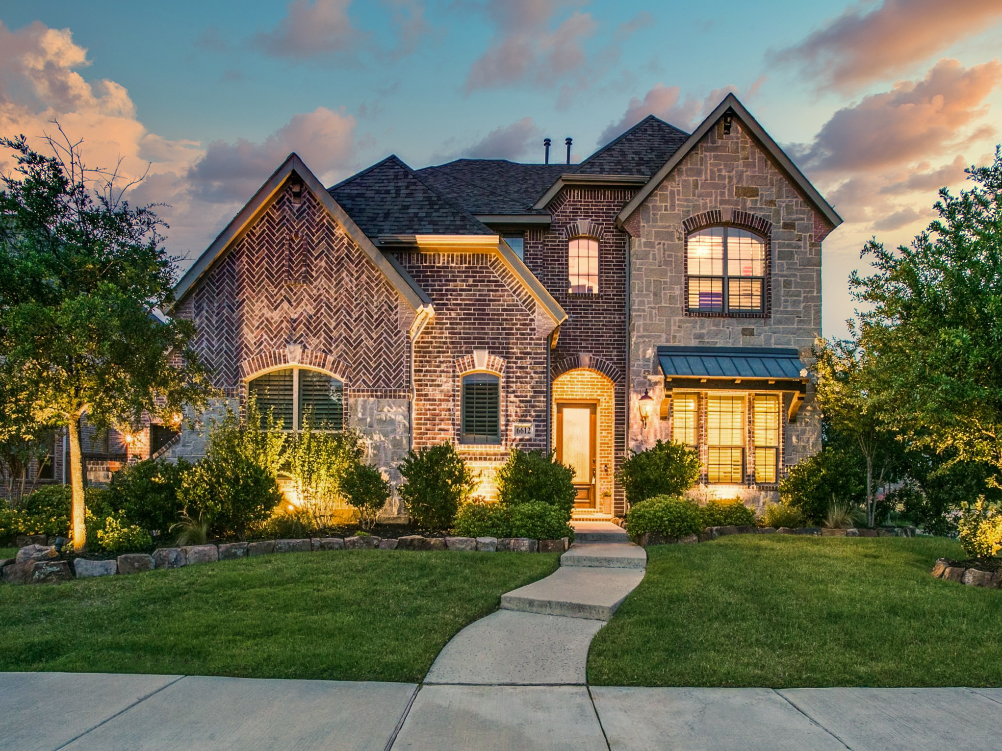 Image taken at dusk of the front of a 2-story home in Frisco.